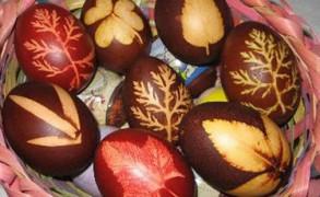 Βαφή πασχαλινών αυγών με φυτικές βαφές