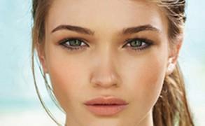Καλοκαιρινό μακιγιαζ: Φέτος η μόδα απαιτεί διάφανο λουκ!