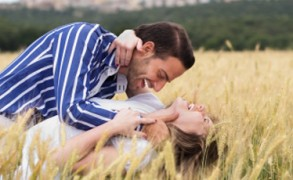 Σεξ και καλοκαίρι: Η έντονη ερωτική ζωή έχει επιπτώσεις στην υγεία μας;