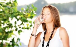 6+1 τρόποι για να πίνετε περισσότερο νερό