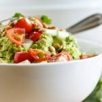 Γευστική και πικάντικη σαλάτα για ένα ελαφρύ γεύμα!