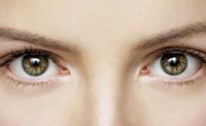 Πώς να απαλλαγείτε από τους μαύρους κύκλους και τις ρυτίδες κάτω από τα μάτια