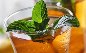 Συνταγή για δροσερό τσάι: το τέλειο αναζωογονητικό ποτό!