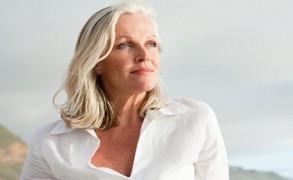 Εμμηνόπαυση: 8 διατροφικές συνήθειες που διευκολύνουν τα συμπτώματα