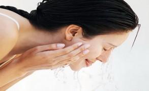 10 συνήθειες που βλάπτουν το δέρμα μας