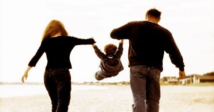 Πως να μεγαλώσεις υγιεινά ένα παιδί,  σε έναν ανθυγιεινό κόσμο