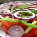 Χωριάτικη σαλάτα: Ένα ελληνικό πιάτο με πλούσια θρεπτικά συστατικά