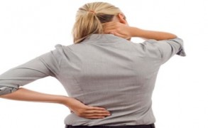 3 απλές ασκήσεις για να ανακουφιστείτε από τον πόνο στην πλάτη και τον αυχένα