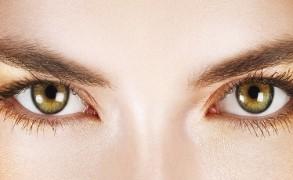 Τι προκαλεί τις «σακούλες» κάτω από τα μάτια;
