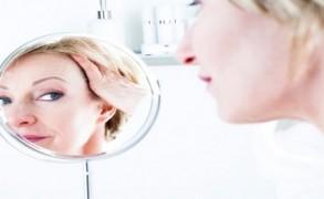Ο τρόπος ζωής και όχι τα γονίδια σου προσθέτουν χρόνια στο πρόσωπο σου