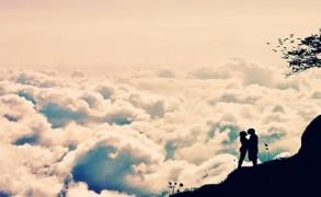 Πώς συνδέεται ο έρωτας με τη σχέση με τους γονείς μας;