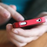 Γιατί δεν μπορούμε να αφήσουμε τα smartphone από τα χέρια μας;