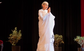 Η άποψη της Sister Jayanti για την οικονομική κρίση στην Ελλάδα