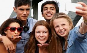 Generation Z: οι σημερινοί έφηβοι που γεννήθηκαν «δικτυωμένοι»