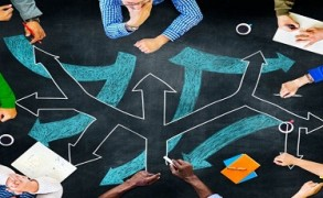 Πώς η ηλικία μας επηρεάζει τον τρόπο που παίρνουμε αποφάσεις