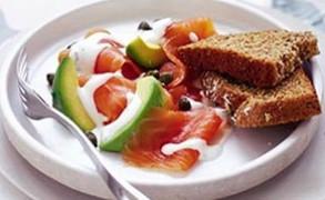 Σαλάτα με σολωμό και αβοκάντο