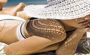 Ασφαλές μαύρισμα και χρυσαφένια επιδερμίδα με την ευφυΐα του λουλουδιού των αμμολόφων